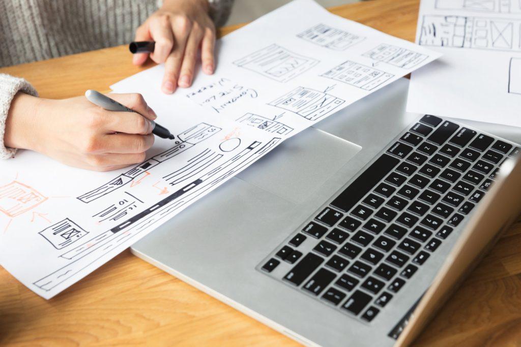 designer-drawing-website-mockup